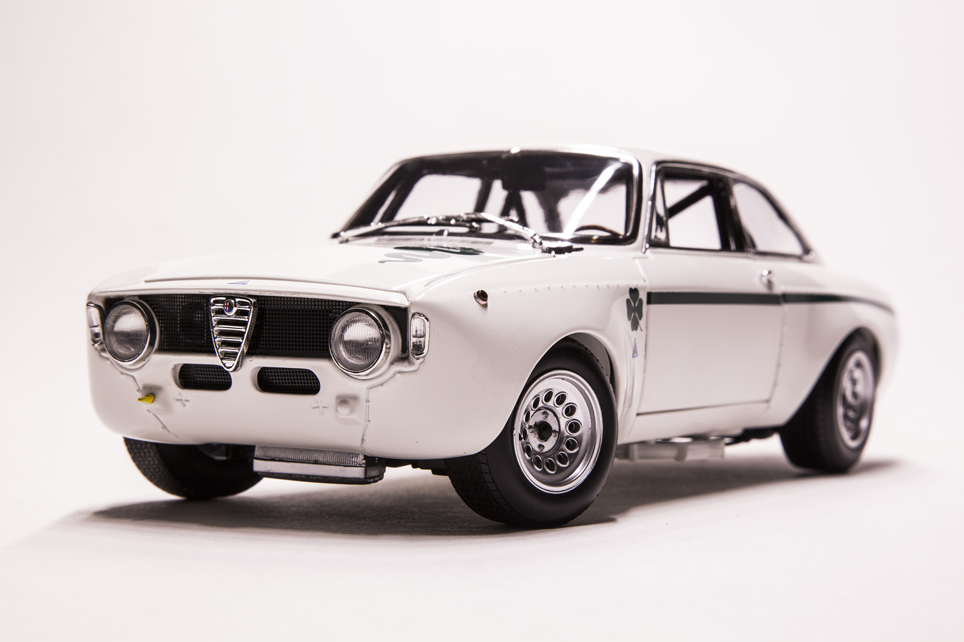 1 18 scale diecast model cars alfa romeo gta 1300 junior white minichamps. Black Bedroom Furniture Sets. Home Design Ideas