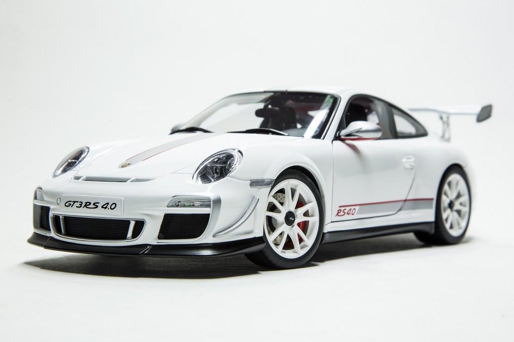 Porsche 911 GT3 RS 40 - AUTOart 00