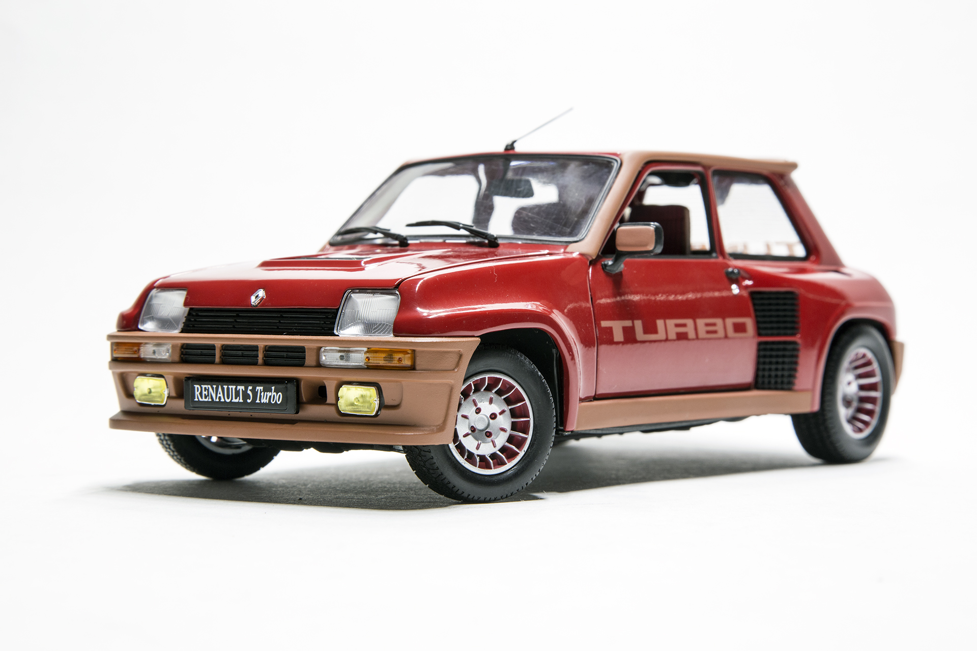 1 18 scale diecast model cars renault 5 turbo red universal hobbies uh4520. Black Bedroom Furniture Sets. Home Design Ideas