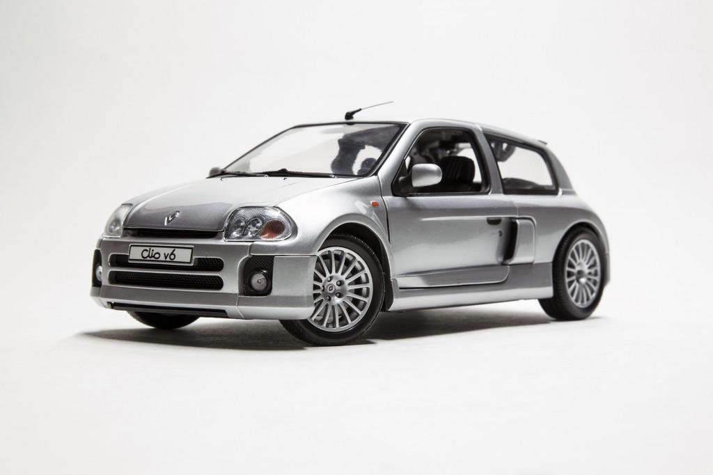 Renault Clio V6 Universal Hobbies 00